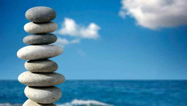 pebbles aligned
